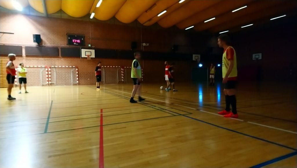 Birkerød Skoles halbelysning gad ikke rigtigt spille med, da Dynamo holdt sidste træning indendørs.